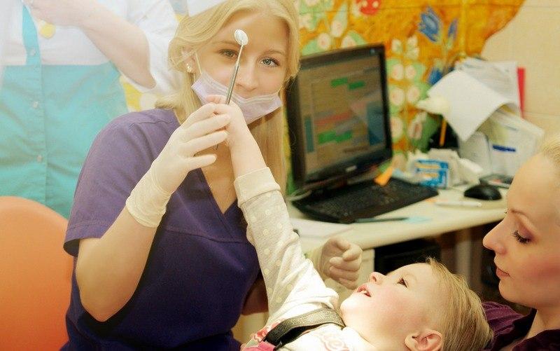 Как подготовить ребенка к посещению в стоматологию