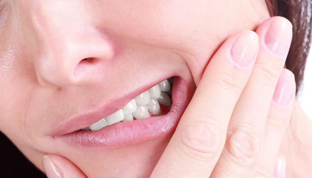 Почему ломит зубы