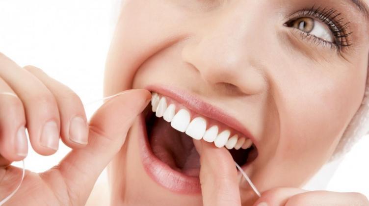 Зубная нить для ухода за имплантами