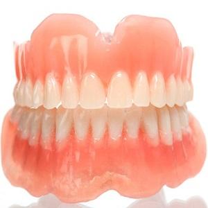 Чем чистить вставные зубы