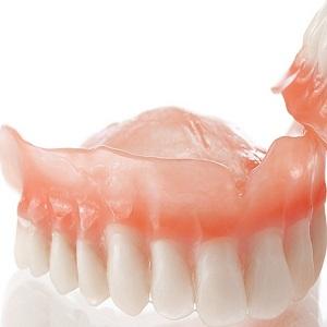 Как быстро привыкнуть к зубному протезу