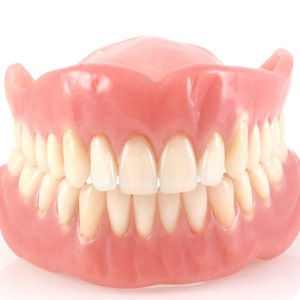Уход за съемными зубными протезами